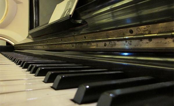 许嵩江湖钢琴简谱